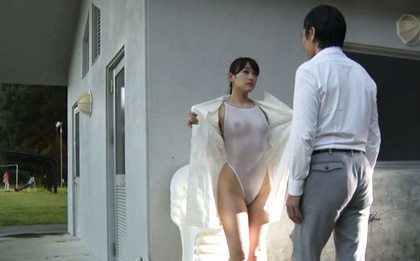 Japanese av model. Japanese AV Model shows cans through nylon and nude bottom outdoor